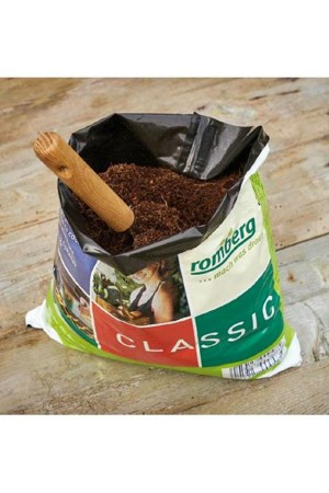 BIO sowing and cutting soil...